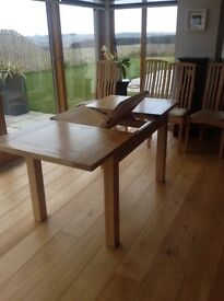 Kitchen/dining table with 6 chairs