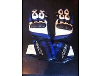 RST SLICE MOTORCYCLE GLOVES (SIZE SMALL) ONLY WORN ONCE