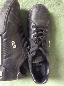 Black Leather Fila Trainers Size 8 (42)