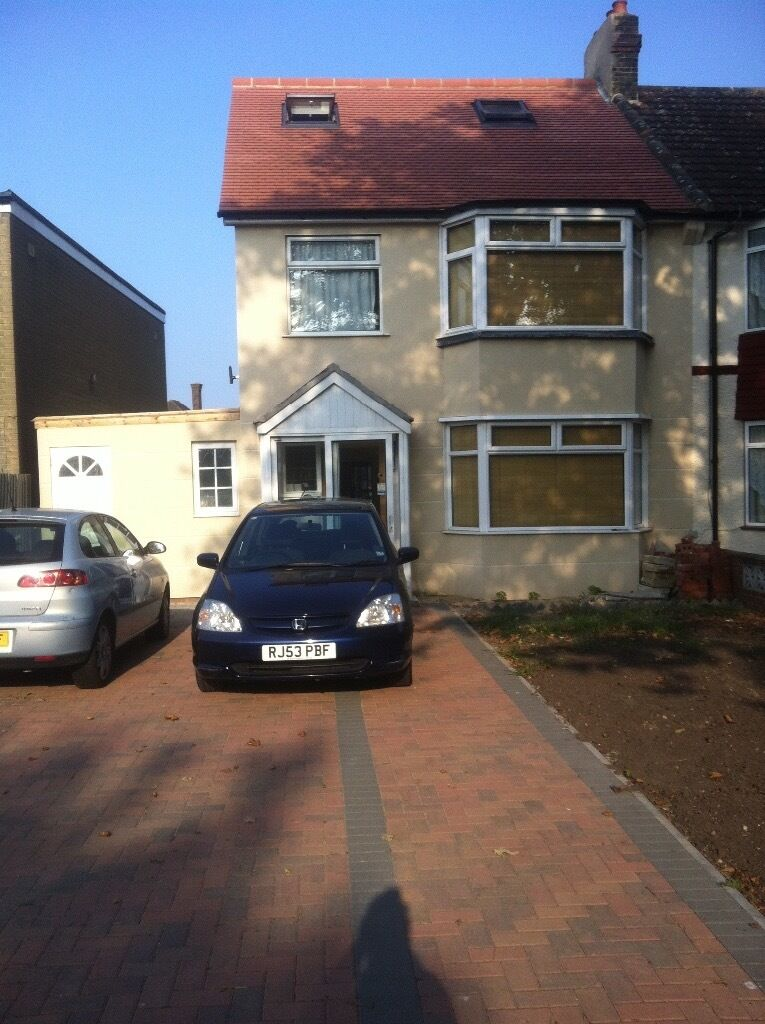 LOVELY ONE BEDROOM FLAT TO RENT IN LEE