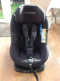 Maxi Cosi Axissfix car seat in Raven Black