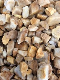 20 mm St. Andrews Quartz garden and driveway chips/stones