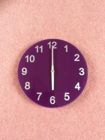 Purple clock in good working order