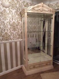 Rosella Ivory Italian 2 door display cabinet, excellent condition.