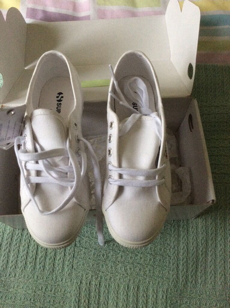 Superga trainers size 2 1/2 but big
