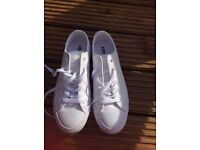 White leather converse all star pure white worn move like new