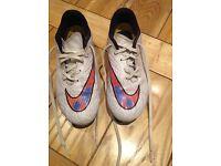 Nike hypervenom boys white football boots, size 4. In good condition