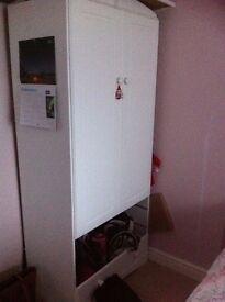 White wardrobe - 2 drawers are missing...