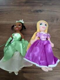 2 X Small Disney soft dolls