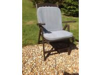 Strong wood garden chair with cover