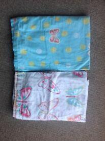 Curtains & 2 duvet covers