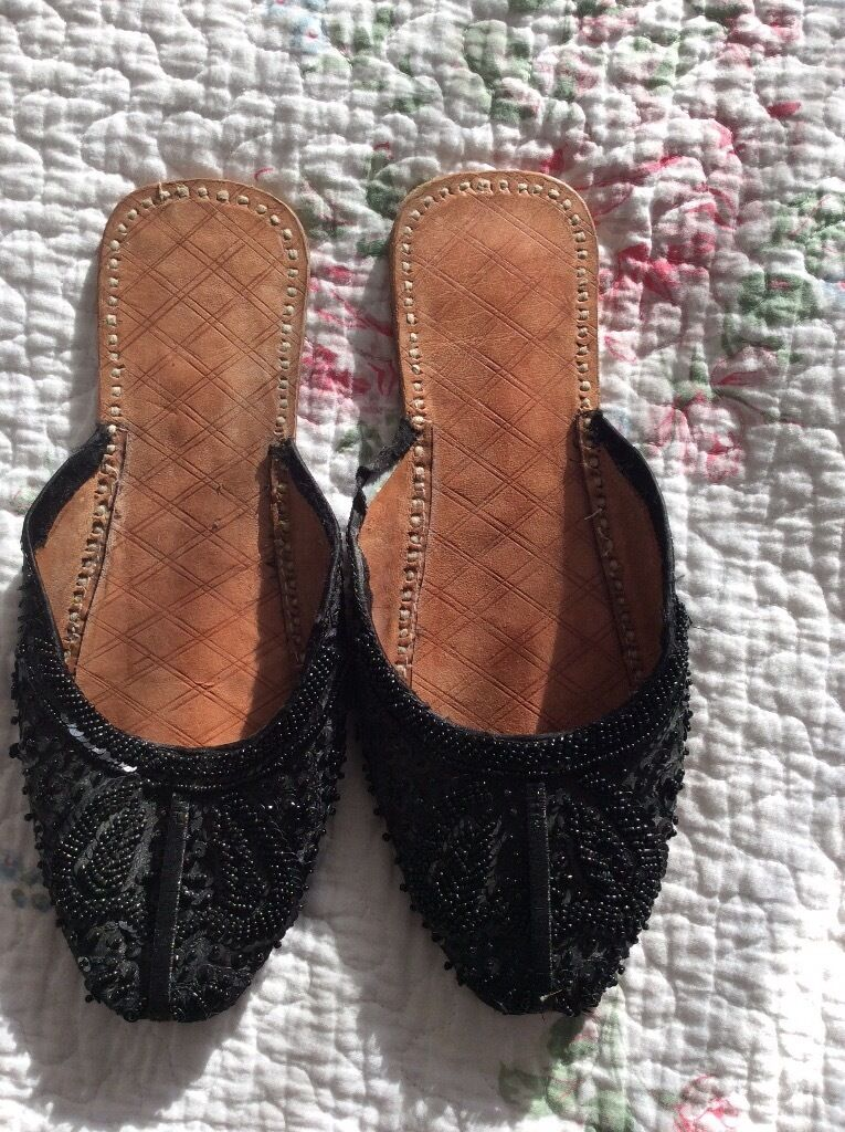 indian flat beaded shoes footwear khussay kussay kameez