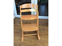 Great wooden high chair for toddlers, fantastic condition.