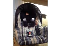 Britax rock a tot deluxe baby chair suitable for babies from birth to 13 kg reward facing like new.