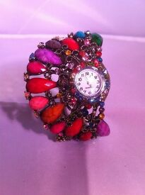 UNUSUAL LADIES COSTUME JEWELERY WATCH IN EXCELLENT CONDITION