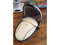 Egg artic white carrycot