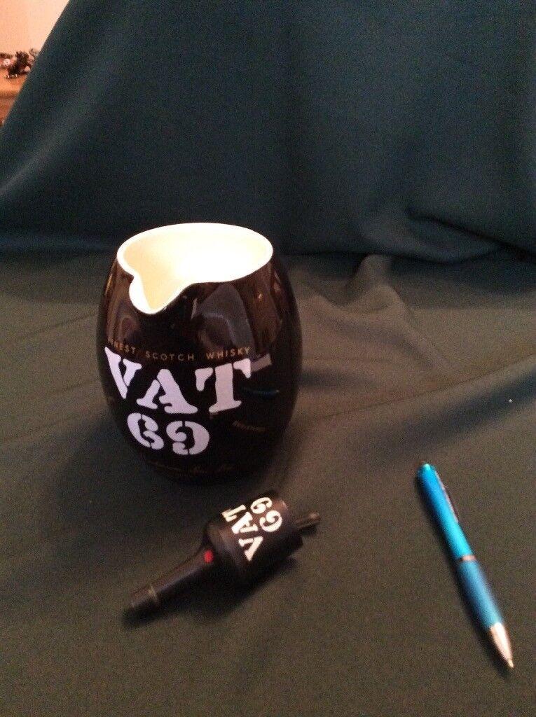 Vintage VAT69 Whiskybrand ceramic water jug and bottle pourer