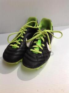 Nike Soccer Cleats Youth (UHWL9A)