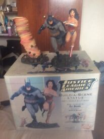 Justice League America Build a Scene Statue Batman and Wonder Woman.Dc Direct Limited Edition