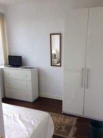 Large bedroom in spacious property (Hamilton centre)