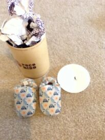 Baby shoes unisex 6-12 months brand new gift boxed by poco Nino funky rabbit design