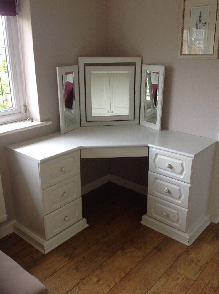 Marvelous Hammonds Corner Built In Dressing Table