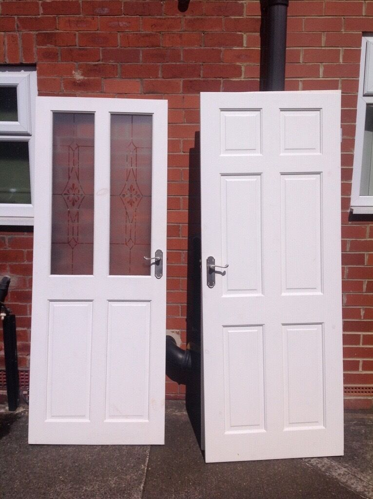 Delightful 7 X Internal White Painted Wooden 6 Panel Doors   (1 X Partial Frosted Glass