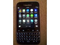 Excellent condition Blackberry Classic (10 months old). Unlocked SIM free. Works across the globe