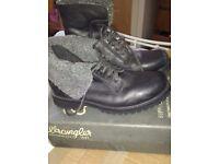 Avia wrangler boots size 9