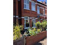 Clapham Common Northside Sunny Garden Flat, 3 bedroom