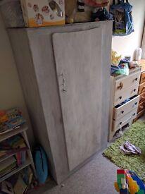 Small / children's wardrobe