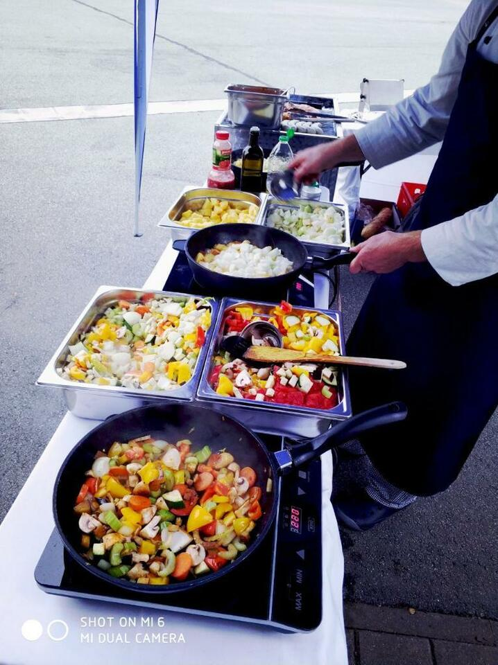 Catering Buffet Spanferkel Live Cooking Barbecue Mietkoch Gastro In