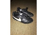 Younger Boys Black/White Nike Tempo Football Boots/Blades Size 11