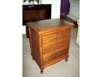 Antique look Chest of Drawers
