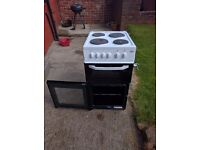 WHITE SLIMLINE BEKO FREE STANDING ELECTRIC OVEN, FOR SALE £75, COLLECTION ONLY!!!!!!!!!!!!!!