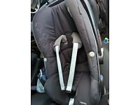 Maxi Cosi car seat Peeble and Isofix base