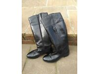 LADIES BLACK LEATHER KNEE BOOTS SIZE 7 ONLY WORN 3 TIMES TOO LONG IN LEG FOR ME