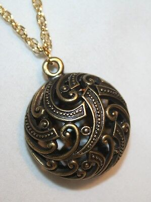 Pretty!  Sculpted Openwork Swirl Accent Circle Pendant Necklace -