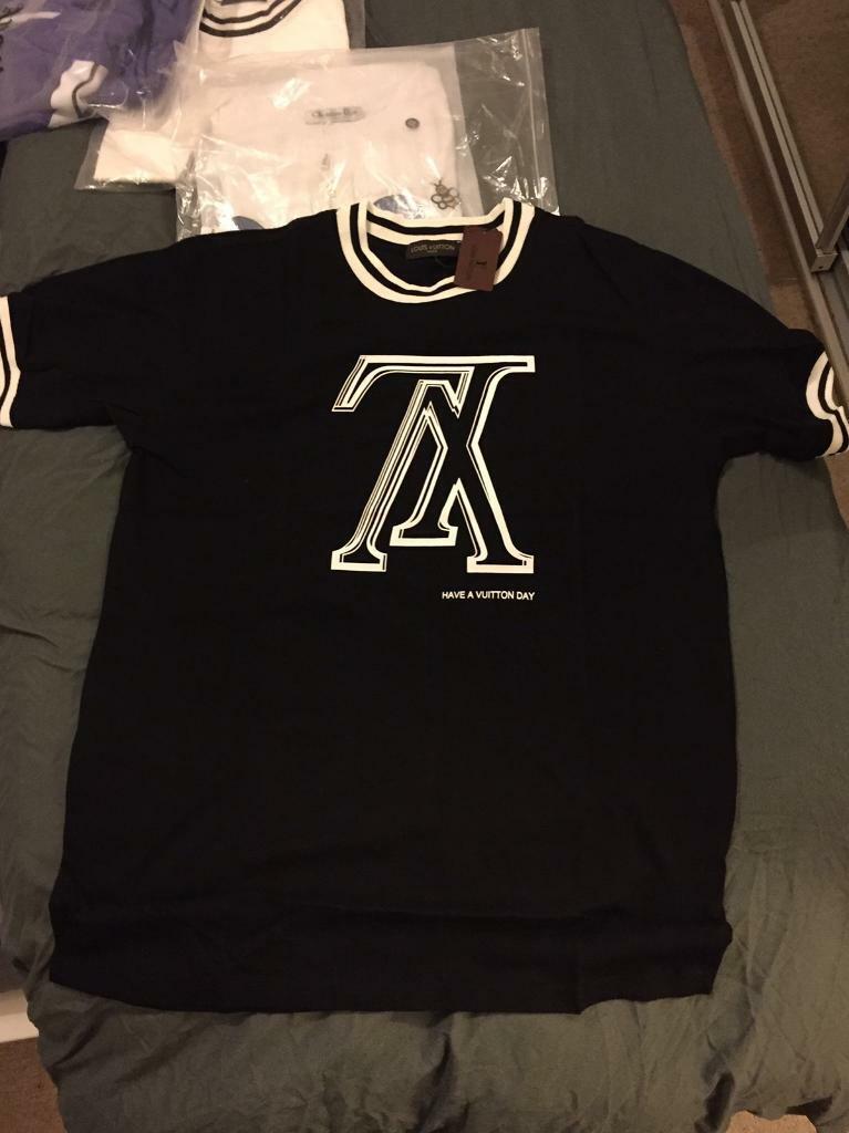 f86cb8d3017d Louis Vuitton black t shirt size XL