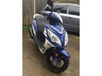 2015 Sinnis shuttle 125cc scooter moped like new