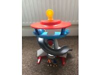 Paw patrol tower and figures