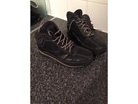 Ladies black timberland boots size-6