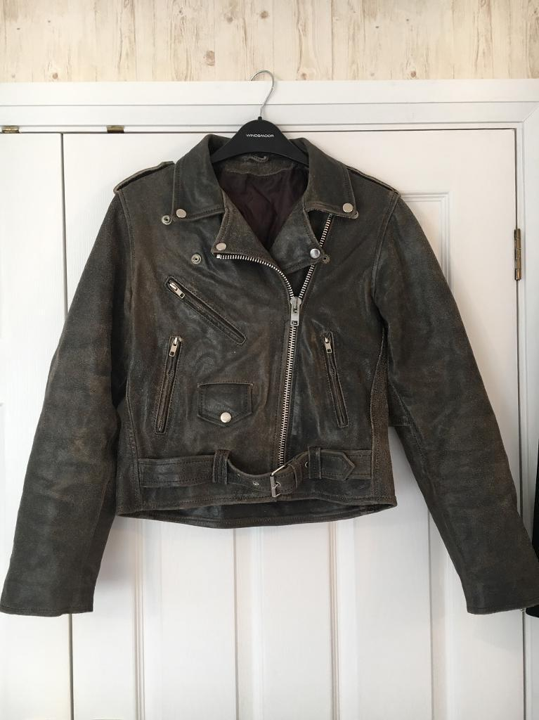 Dark Brown Leather Vintage Biker Jacket Size Smallin Mansfield, NottinghamshireGumtree - A vintage leather jacket, that is in a very dark brown colour that borders on being a black colour. Has obviously had a lot of use but I brought it already second hand.It is in a size small and is a completely unisex style so would work for men and...