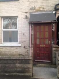 **2 BEDROOM HOUSE TO LET**