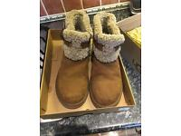 100% genuine UGG boots hardly worn