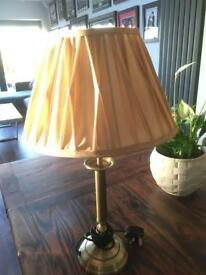 Lovely lounge / dining room table lamp