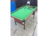 Pool table/ snooker table