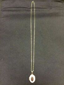 SOLID 9CT GOLD NECKLACE & LOCKET PENDANT