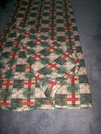 7ft x 6ft 3 ins, Large comforter with 2 pillow cases.