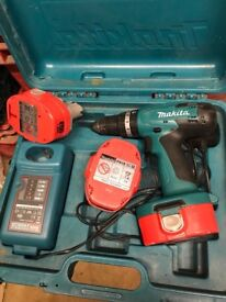 Cordless 18v MAKITA drill with charger plus 3 batteries perfect working order